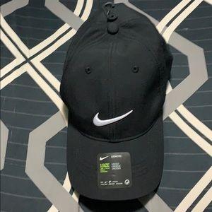 Nike unisex black hat